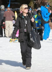 Gwen Stefani kept warm with a black down jacket while vacationing in Mammoth.
