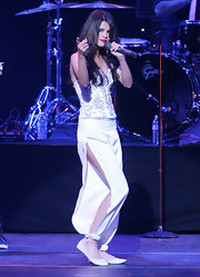 Selena performed in harem pants with high side slits. Very risque for the young star.