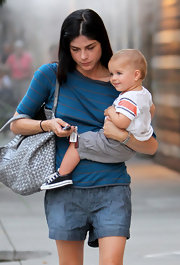 Short chambray shorts made Selma Blair look like one hot mama.