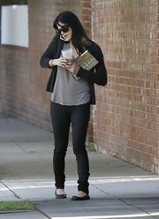 Selma Blair kept things simple and chic in a pair of black skinny jeans and a matching cardi.