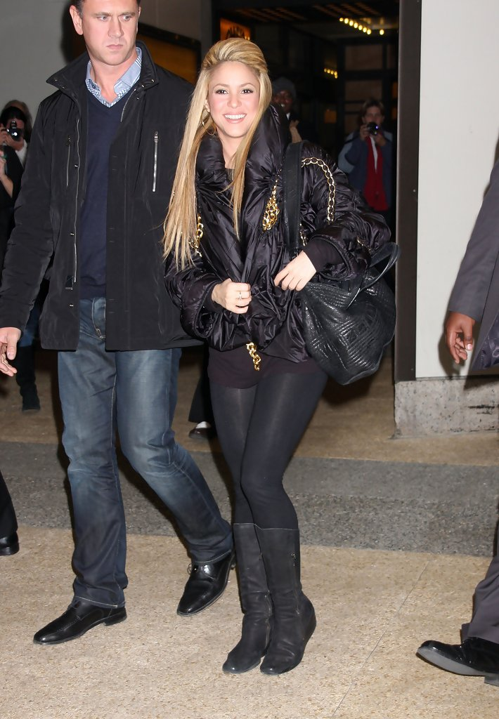 Shakira Knee High Boots Shakira Shoes Looks Stylebistro