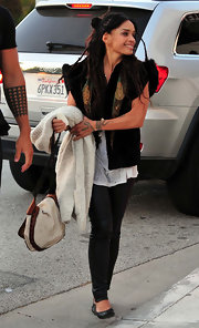 Lisa Bonet went for a rocker-chic look with black leather skinnies and a fur vest at the Shine On Sierra Leone fundraiser.
