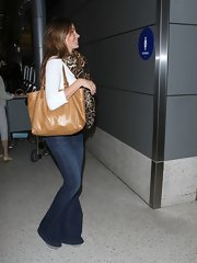 Sofia Vergara carried a versatile tan leather tote to LAX.