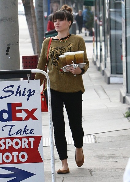 More Pics of Sophia Bush Leather Shoulder Bag (7 of 18) - Sophia Bush Lookbook - StyleBistro