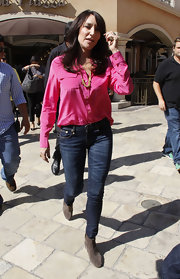 Katey Sagal looked hip in a hot-pink button-down, skinny jeans, and boots on 'Extra.'
