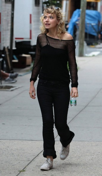 More Pics of Imogen Poots Bootcut Jeans (4 of 4) - Jeans Lookbook - StyleBistro []