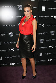 Carmen Electra paired her sexy leather pencil skirt with black patent leather platform pumps.