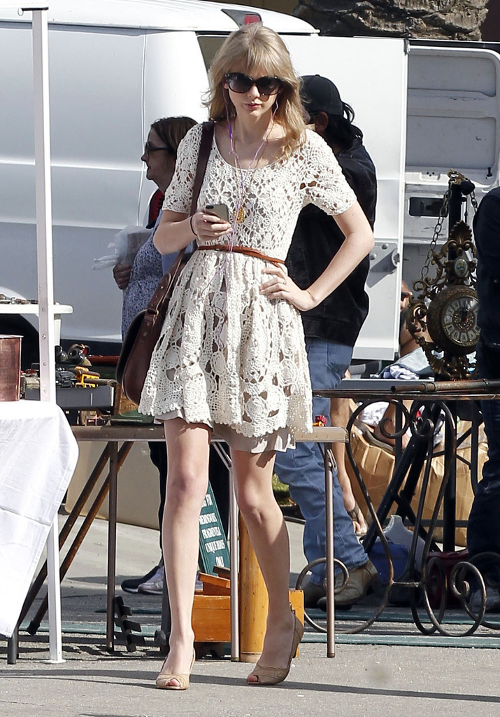 Taylor+Swift in Taylor Swift Bargain Shopping In Ventura