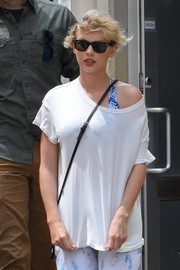 Taylor Swift was spotted outside her gym wearing a pair of Ray-Ban wayfarers.