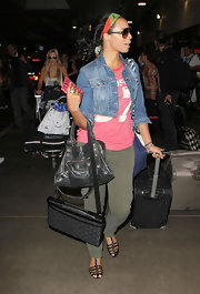 Rochelle paired her army green cargo pants with a studded City bag.