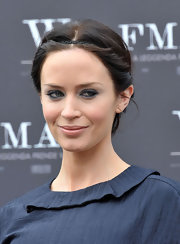 Emily Blunt highlighted her classic bun with a skinny headband.