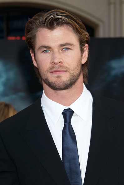 Chris Hemsworth sported a narrow solid blue tie for the Thor premiere.