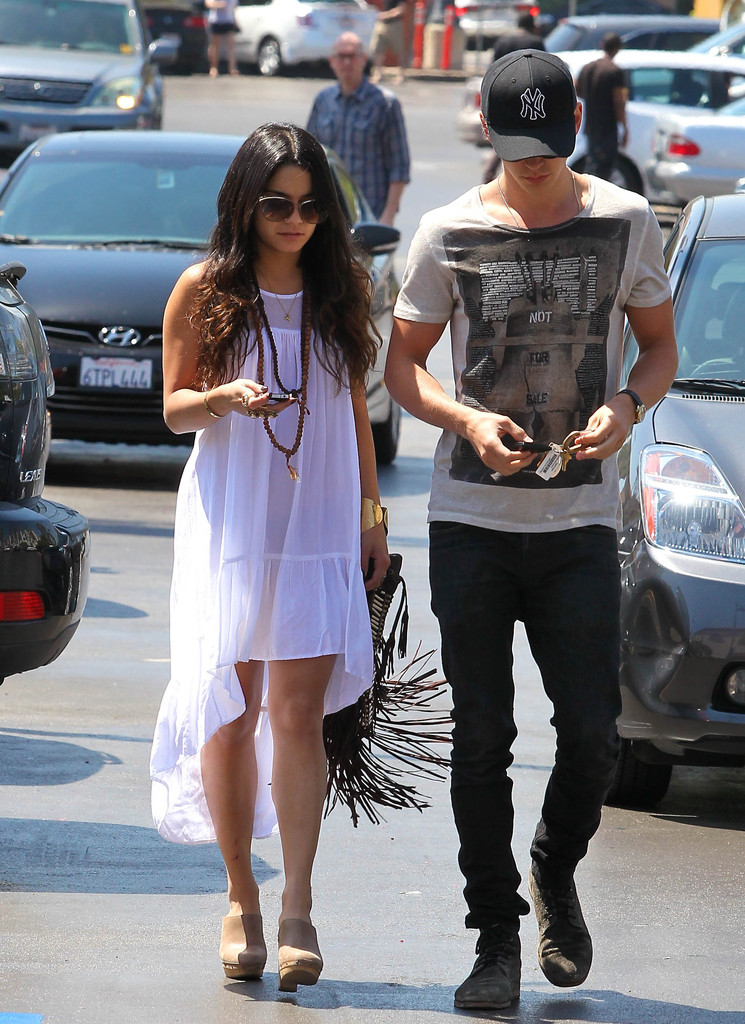 Vanessa Hudgens Fishtail Dress Vanessa Hudgens Dresses Skirts Looks Stylebistro
