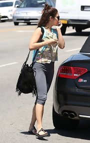 Vanessa chose a pair of gray capri leggings for her casual on-the-go look.