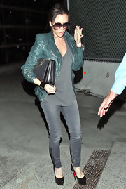 Victoria Beckham traveled in typical high style in a pair of black leather platform pumps.