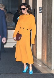 Color-blocking like a real pro, Victoria Beckham finished off her yellow outfit with turquoise nail-heeled pumps, also from her label.