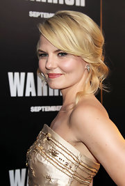 Jennifer Morrison was pretty and feminine in a beaded cocktail dress at the 'Warrior' premiere. She accessorized the look with diamond earrings.