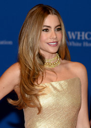 Sofia Vergara adorned her bare neckline with a lovely pearl necklace.