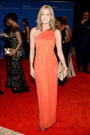 Lara Spencer styled her dress with a beaded nude clutch.