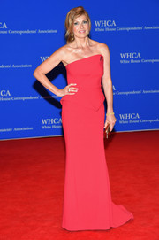 Connie Britton went for minimalist sophistication in a raspberry-hued Haston Heritage strapless gown during the White House Correspondents' Association Dinner.