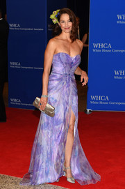 Ashley Judd looked enchanting in a lavender sweetheart-neckline strapless gown by Badgley Mischka at the White House Correspondents' Association Dinner.