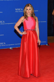 Idina Menzel looked like a princess in a sleeveless red Monique Lhuillier gown with a subtly embellished waist during the White House Correspondents' Association Dinner.