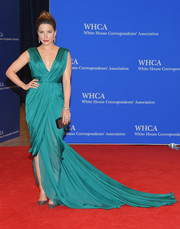 Sophia Bush looked absolutely captivating in a draped emerald gown by Monique Lhuillier during the White House Correspondents' Association Dinner.