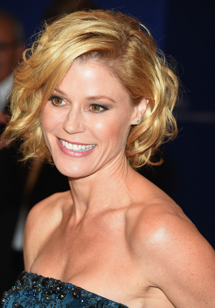 More Pics Of Julie Bowen Curled Out Bob 1 Of 3 Short