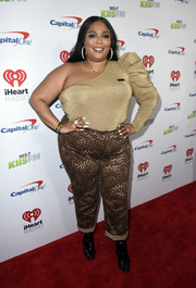 Lizzo paired her top with leopard-print pants.