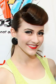 Amy Heidemann applied a pair of lengthy false lashes and bold red lipstick to create her retro-inspired look.