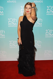 Natalie Bassingthwaighte hit the 10th Annual Astra Awards red carpet wearing a stunning one-shoulder gown with a tassel skirt detail.