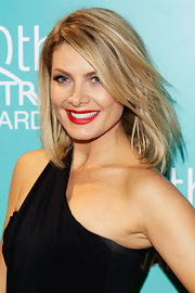 Natalie Bassingthwaighte wore her mid-length tresses down with her bangs side swept at the 10th Astra Awards.