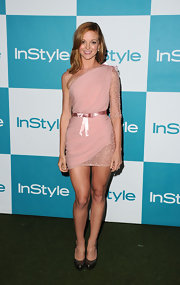 Jayma Mays was a blushing beauty in a pink chiffon one-sleeve cocktail dress with a delicate waist bow.