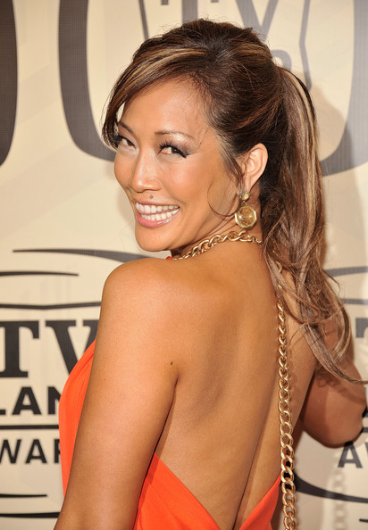 Carrie Ann Inaba arrived at the 10th Annual TV Land Awards wearing her highlighted tresses in a tousled ponytail with sexy side-swept bangs.