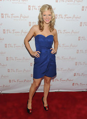 Arden Myrin looked as cute as a button in her blue draped strapless dress.