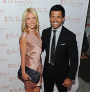 Kelly Ripa paired her blush pink dress with a satin clutch.