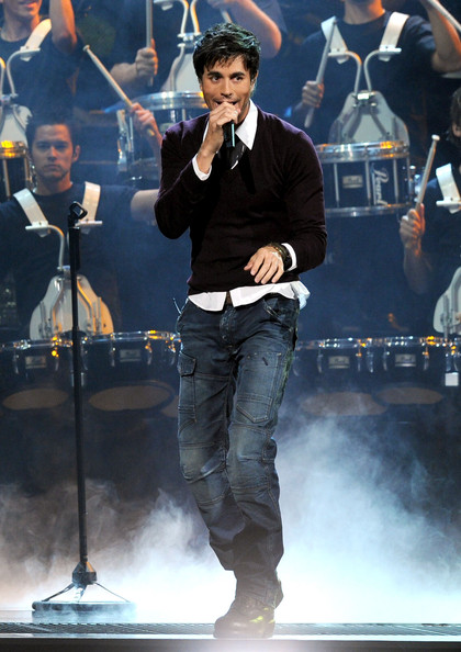 Enrique Iglesias rocked motocross styled jeans while performing at the Latin Grammy Awards.