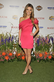 Anber wore a coral, off-the-shoulder dress with a pair of delicate, strappy, gold sandals.