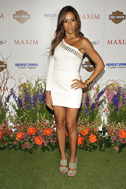 Dania Ramirez paired her one-shoulder dress with thick strapped heels.
