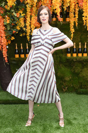 Coco Rocha finished off her look with a pair of tan and white pumps.