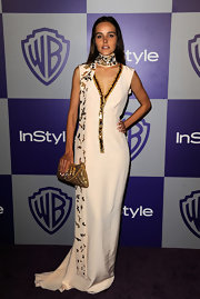 Isabel complimented her gold-trimmed Resort 2010 dress with a metallic gold, quilted, flap-closure clutch.