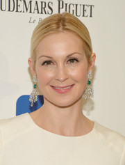 Kelly Rutherford wore her hair in a simple yet sophisticated center-parted chignon when she attended the Brazil Foundation NYC Gala.
