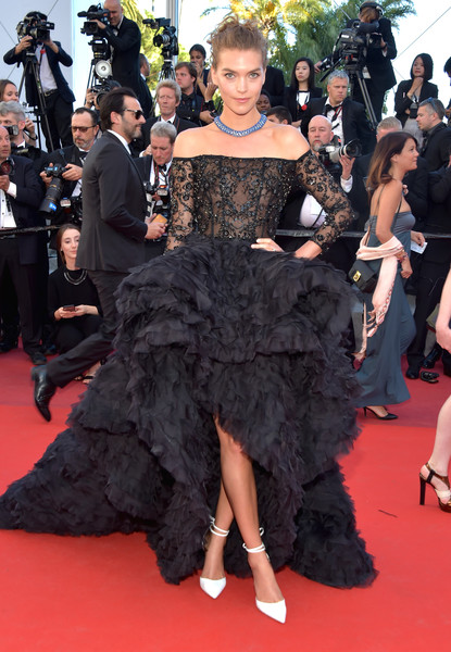 Arizona Muse was an absolute stunner at the Cannes Film Festival screening of '120 Beats Per Minute' in a black Ralph & Russo Couture off-the-shoulder gown with an embellished bodice and a voluminous ruffle skirt.
