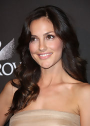 Minka Kelly showed off her brunette locks while attending the Costume Awards. She always has such a radiant glow about her.