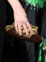Parker Posey tightly clutched her gold metallic bag while on the red carpet. Gold is always a nice color to pair with emerald green.