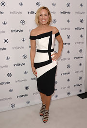 Maria Bello stunned a black-and-white color-blocked dress that featured cool geometric panels and an off-the-shoulder neckline.