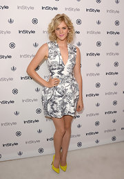 Georgia got playful with tropical patterns when she wore this white and gray V-neck dress.