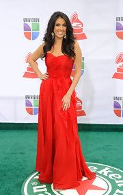Maria Teresa Interiano looked ravishing in a red strapless chiffon gown at the Latin Grammy Awards.