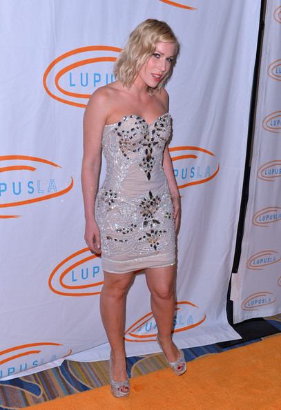 More Pics of Natasha Bedingfield Medium Wavy Cut (1 of 15) - Natasha Bedingfield Lookbook - StyleBistro