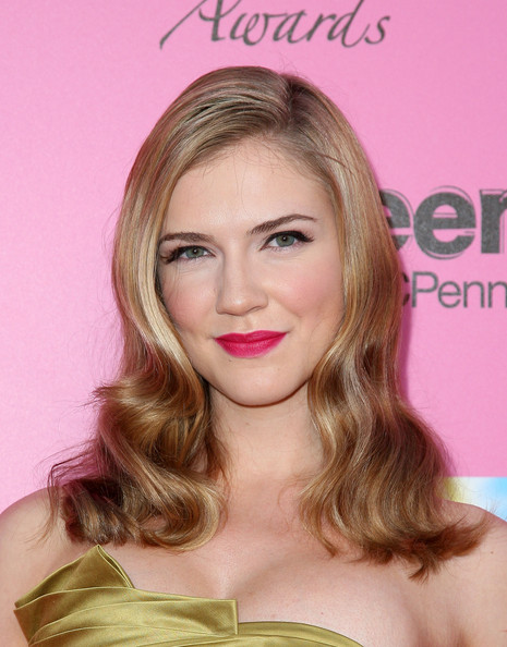More Pics of Sara Canning Medium Wavy Cut (1 of 3) - Sara Canning Lookbook - StyleBistro